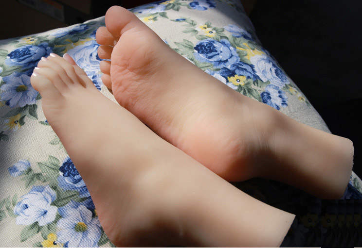 girl foot fetish toy