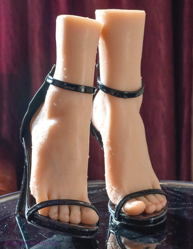 foot showing model toys