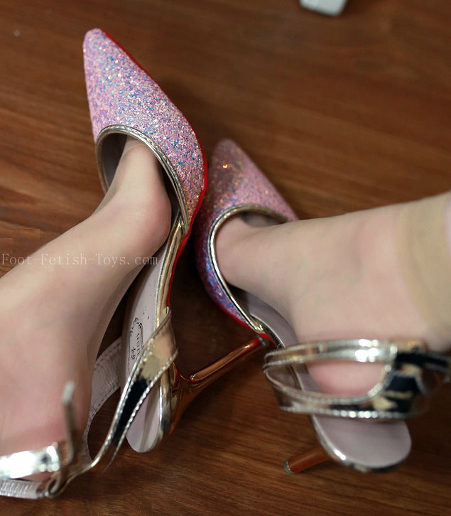 female feet model